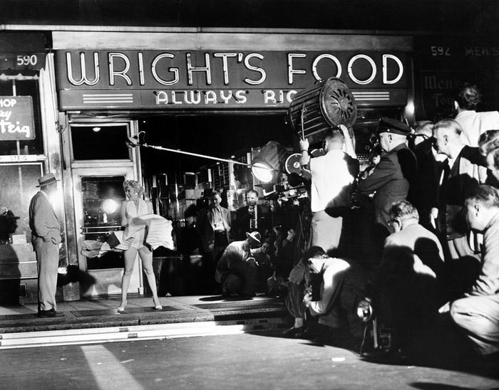 Part-of-the-boisterous-crowd-during-the-filming-of-Marilyns-iconic-billowing-skirt-scene-from-The-Seven-Year-Itch-on-the-night-of-Sept.-15-1954.